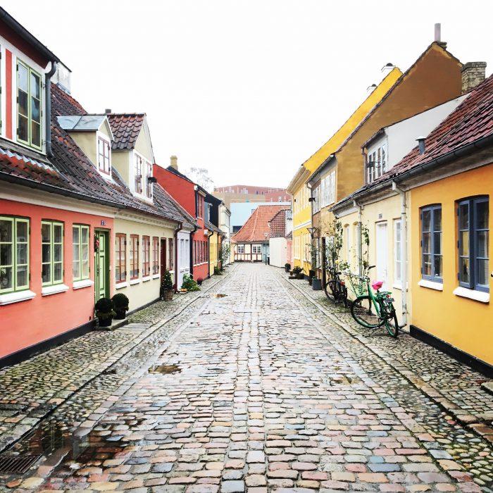 アンデルセンの生家の周りにはこんな通りが
