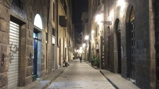 フィレンツェの夜の路地