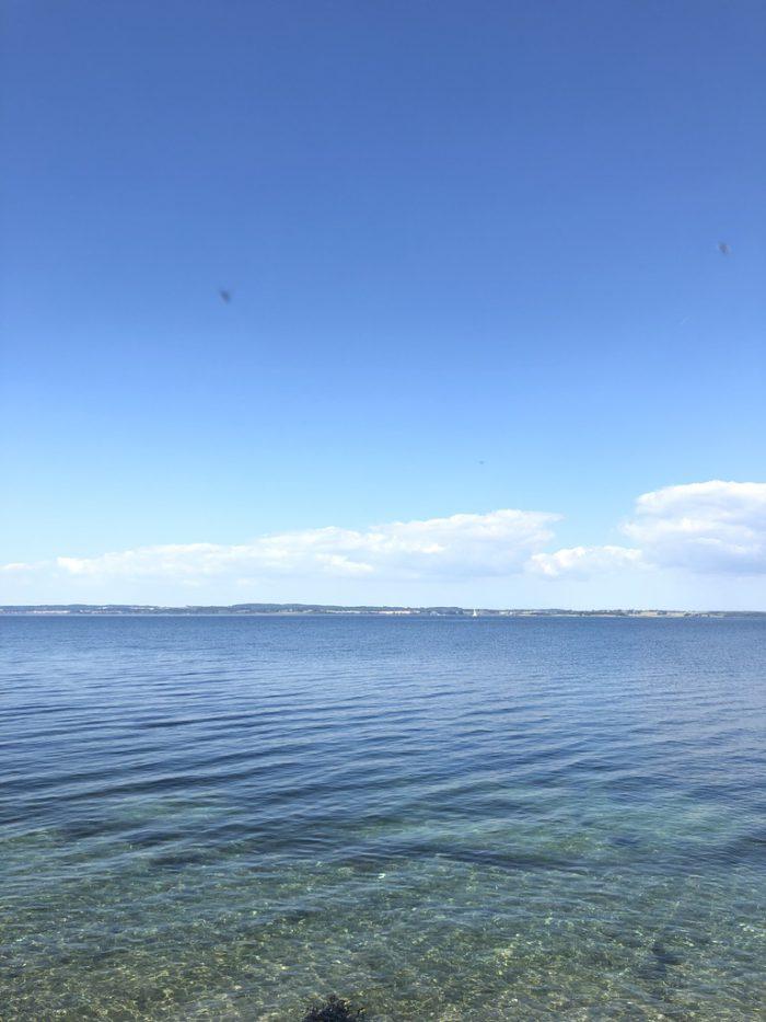 Avernakøの海
