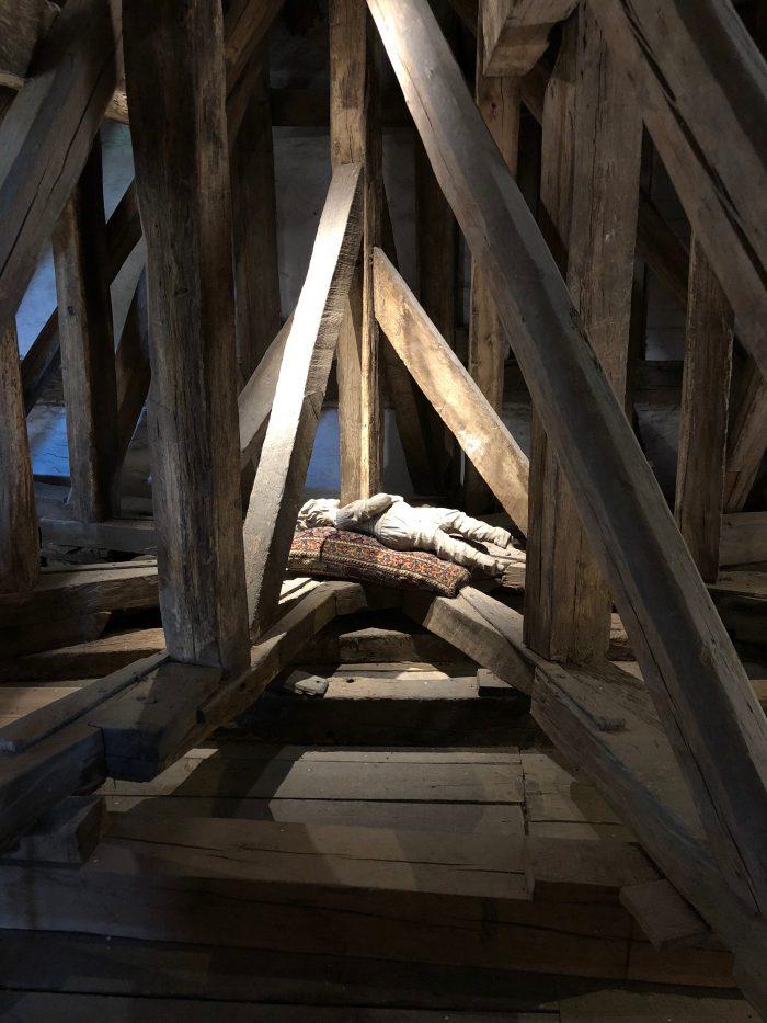 屋根裏には木の人形が・・・(イーエスコウ城)