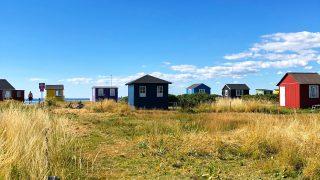 エーア島のビーチに並ぶカラフルな「ビーチハウス」