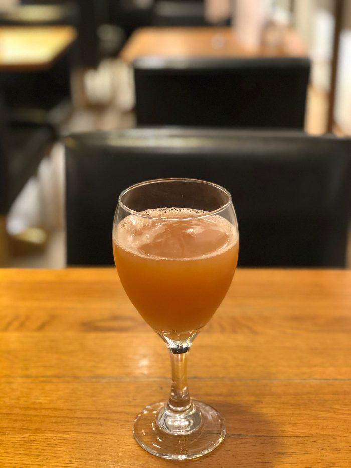 オーガニックなアップルジュース(カフェ・アアルト)