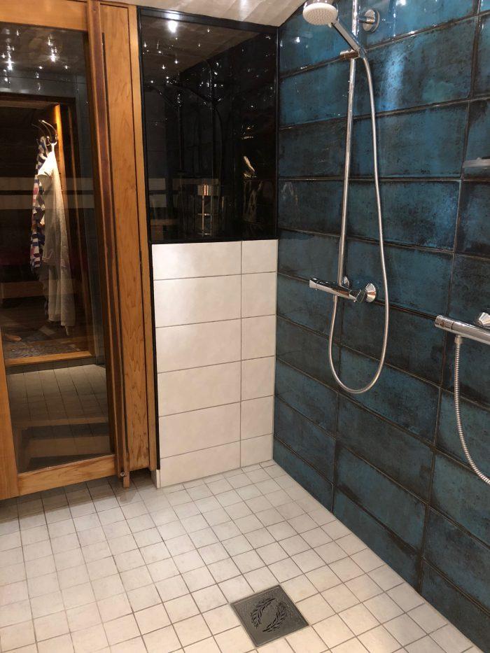 ピカピカ新品のサウナと浴室