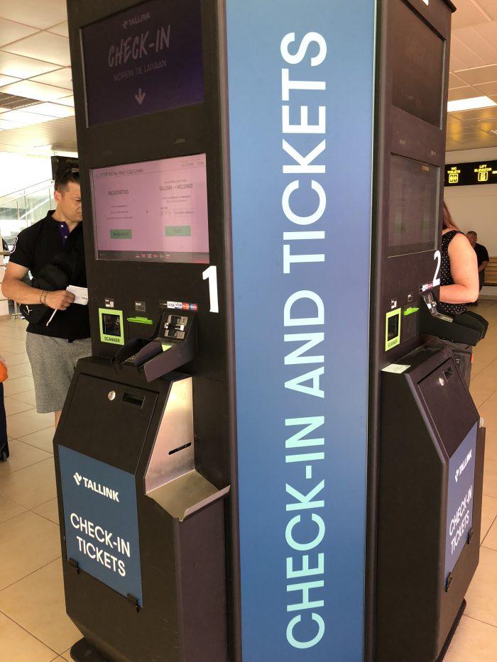 チェックイン&チケット購入の機械