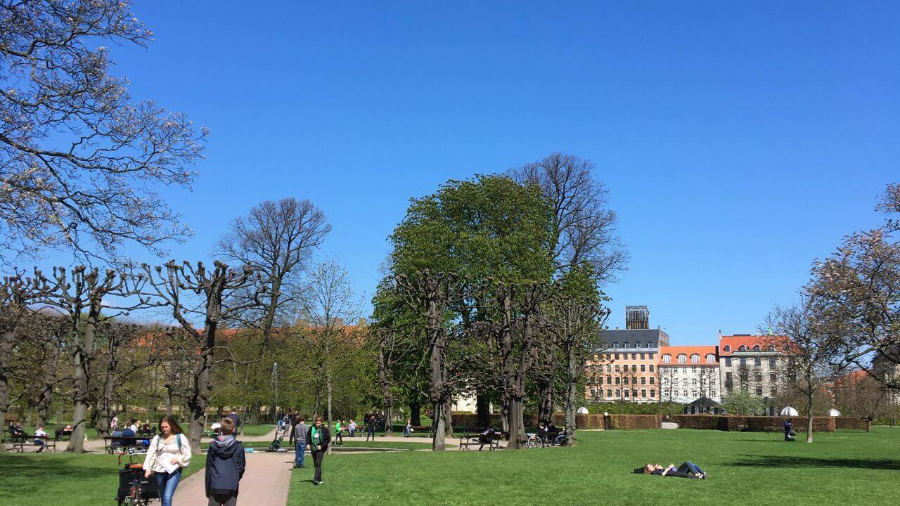 ローゼンボー城前の公園。観光に疲れたらここで休憩。