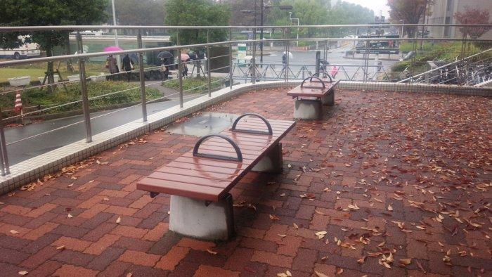 ホームレス対策のベンチ