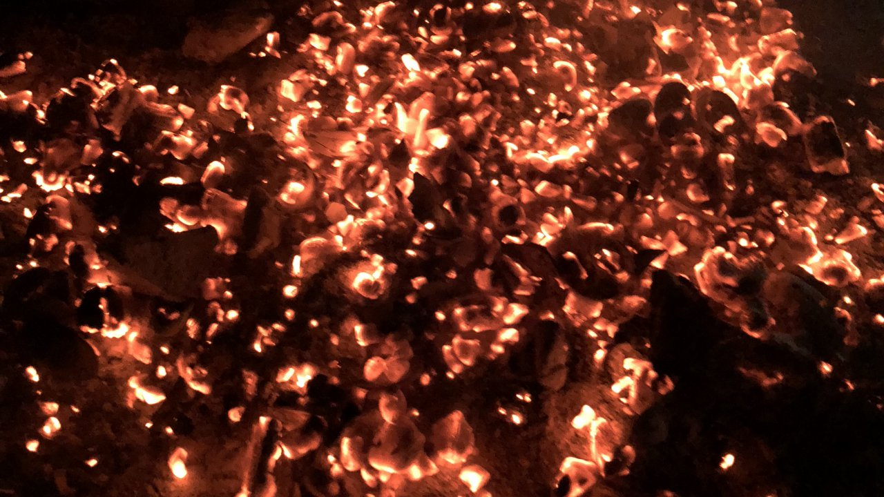 アートみたいな焚き火の跡