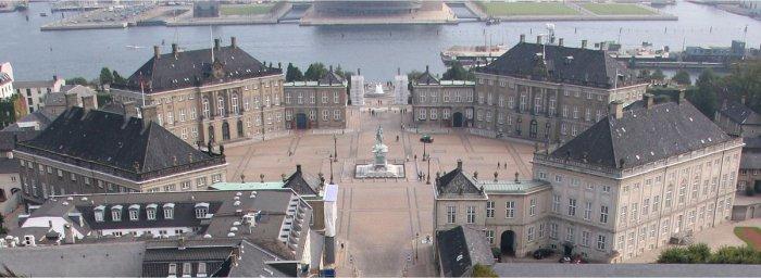 アマリエンボー宮殿 - 女王が暮らす八角形の王宮