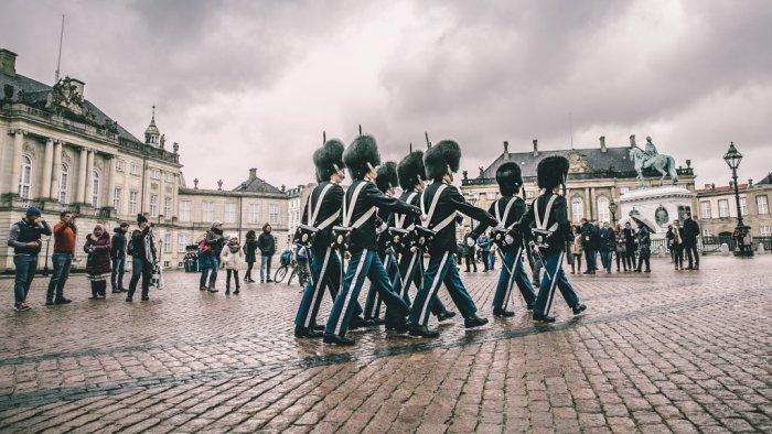 アマリエンボー宮殿 - 衛兵の交代式で有名
