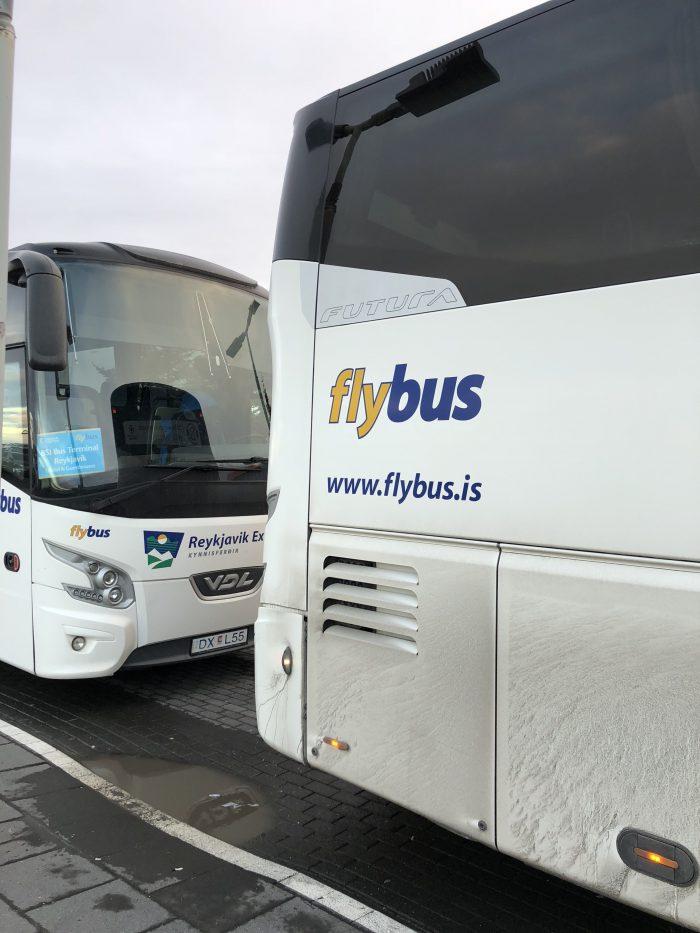 レイキャビク市内まで運んでくれるflybus