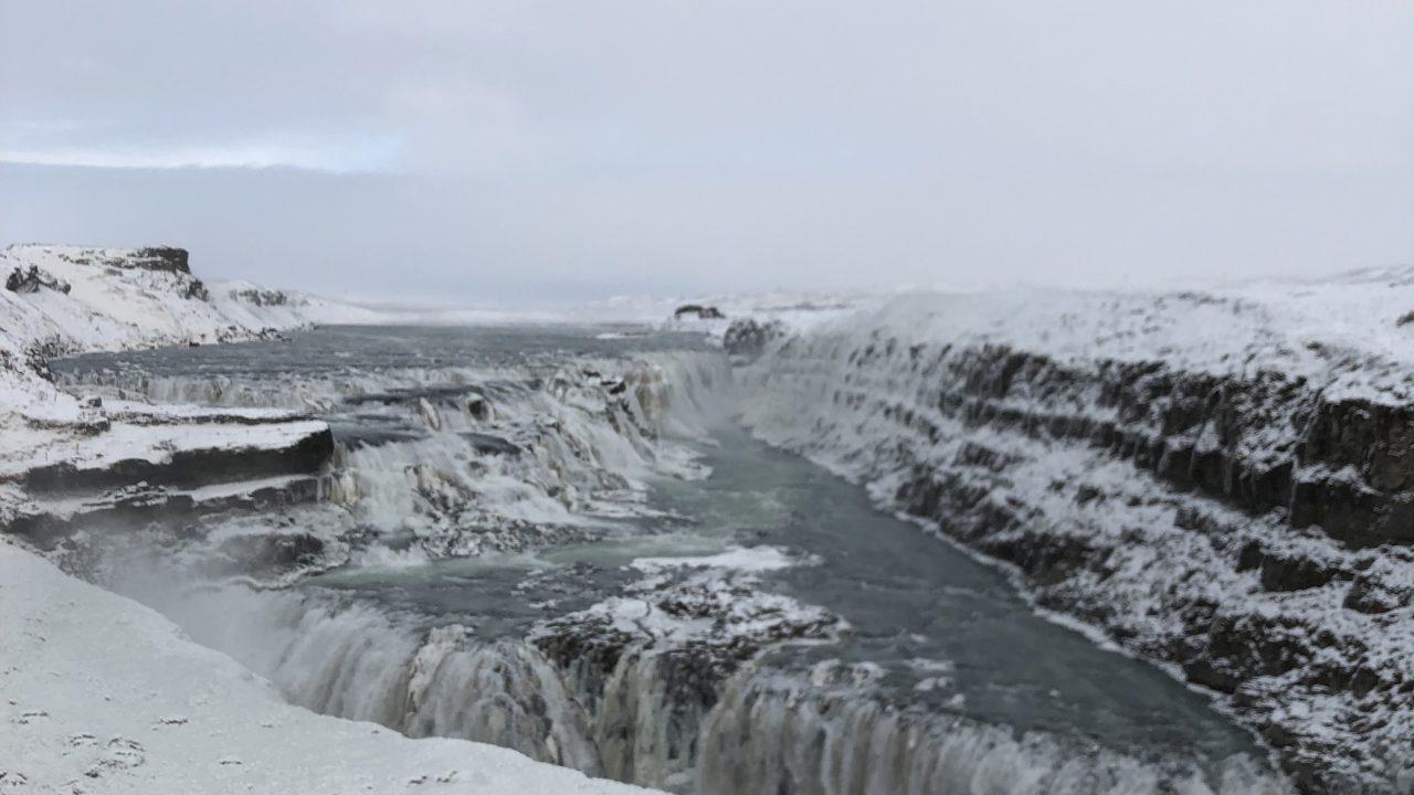 グトルフォスの滝(冬バージョン)