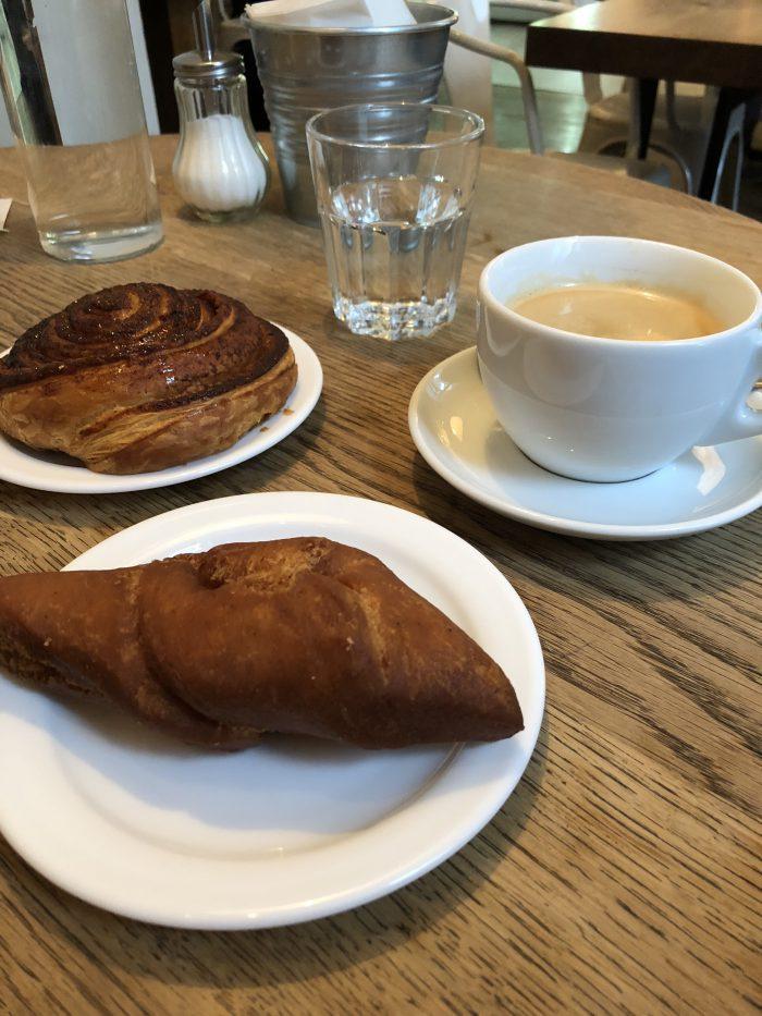 Sandholtでパンとコーヒーを注文