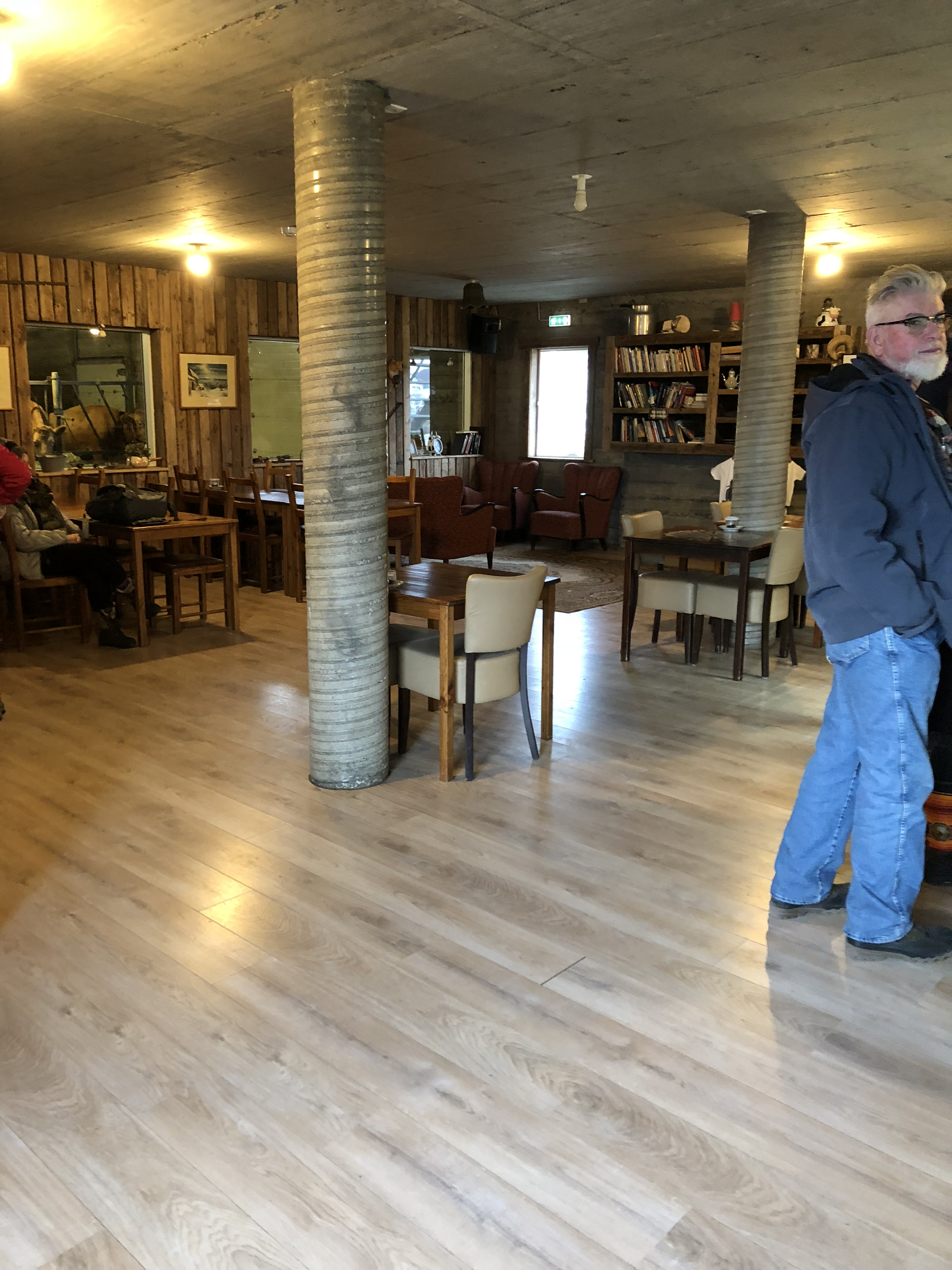 途中で立ち寄ってくれたカフェ。店の中から馬の飼育場が見れる変わったカフェ。