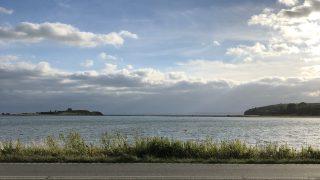 カルー・ホイスコーレの前の海