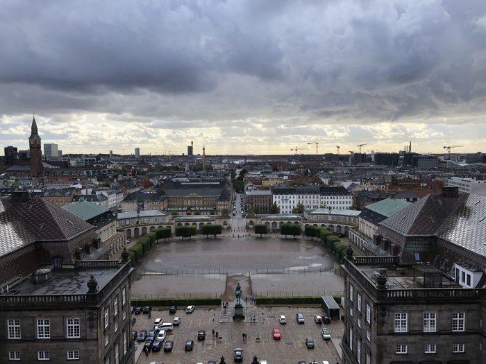 クリスチャンスボー城の塔の上から。コペンハーゲンの街並みを見下ろす