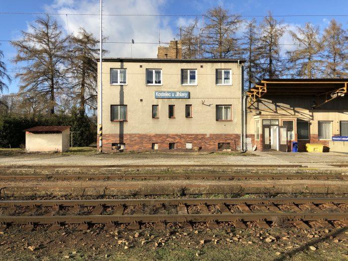 KOSTELEC U JIHLAVY駅。何にもない。