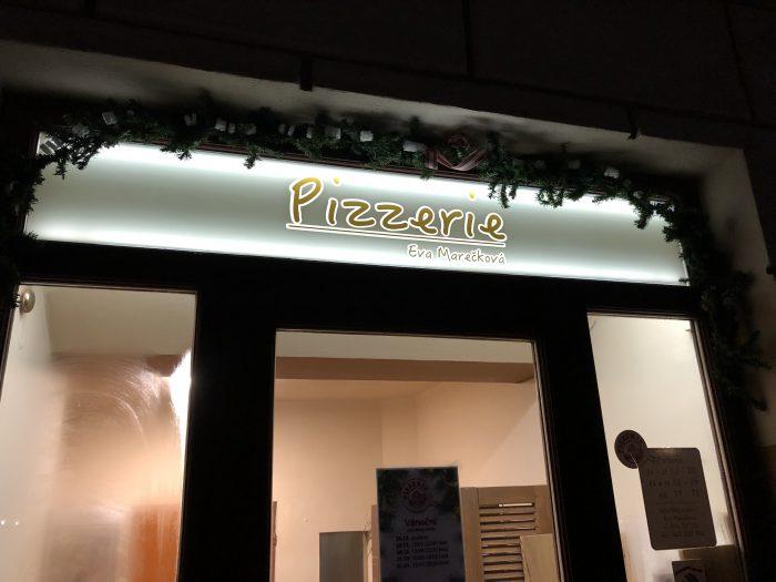 ザハリアーシュ広場の角で営業してたピザ屋さん