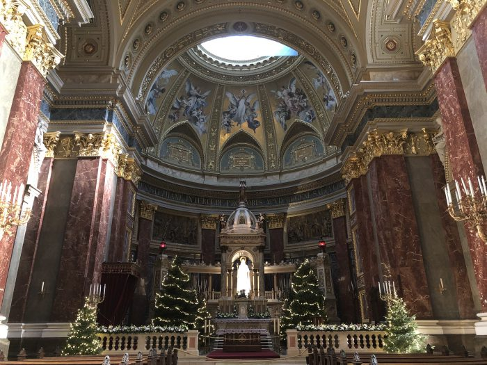 聖イシュトヴァーン大聖堂。迫力。
