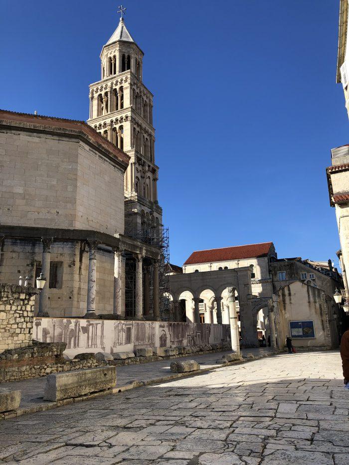 聖ドムニウム大聖堂の鐘楼