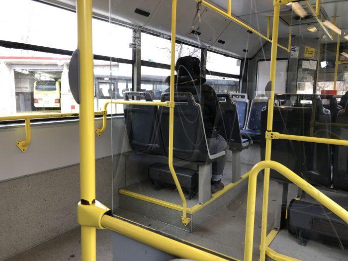 ローカルバスの車内