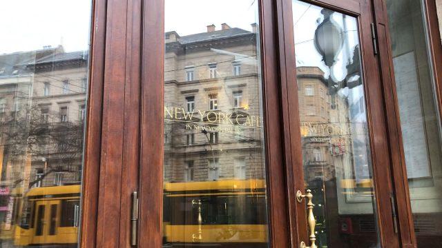 ニューヨークカフェの入り口