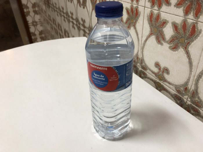 持ち運び用に500mlの水も