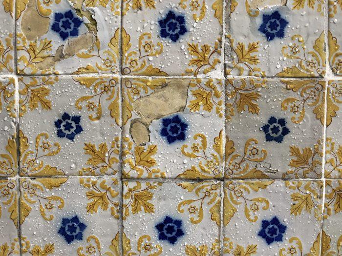 黄×青×白のアズレージョ(ポルト)