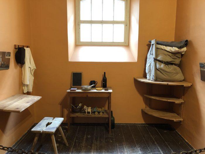 窃盗犯が収監されていた部屋。これはアリ。