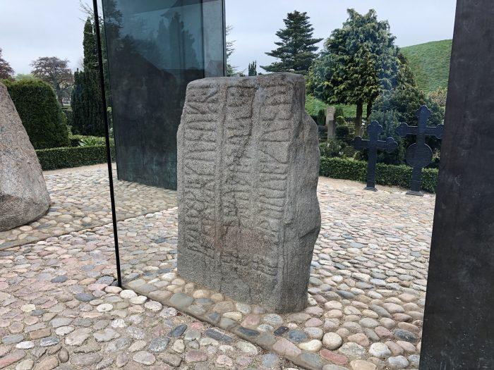 ゴーム老王の石碑。小ぶり。