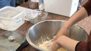 ニュースの記事をピックアップして、宗教を学んで、お菓子を作って。