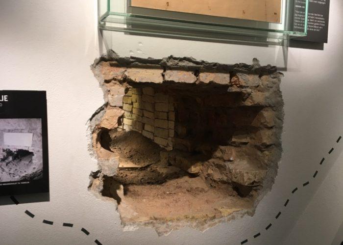 脱獄のために掘られた穴。