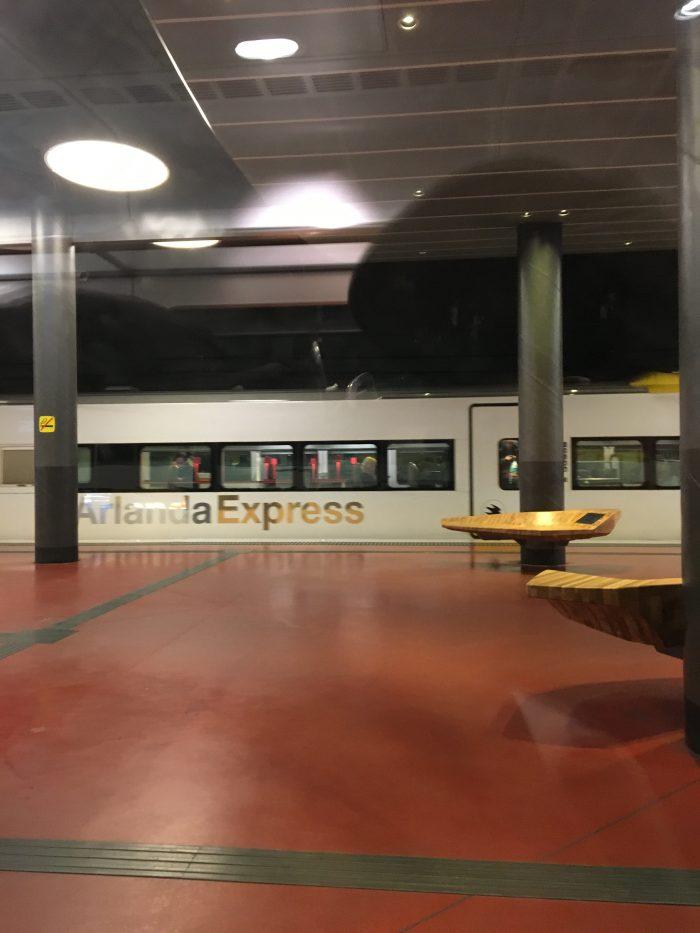 ストックホルム・アーランダ空港からストックホルムの中心までスッと行けるアーランダ・エクスプレス