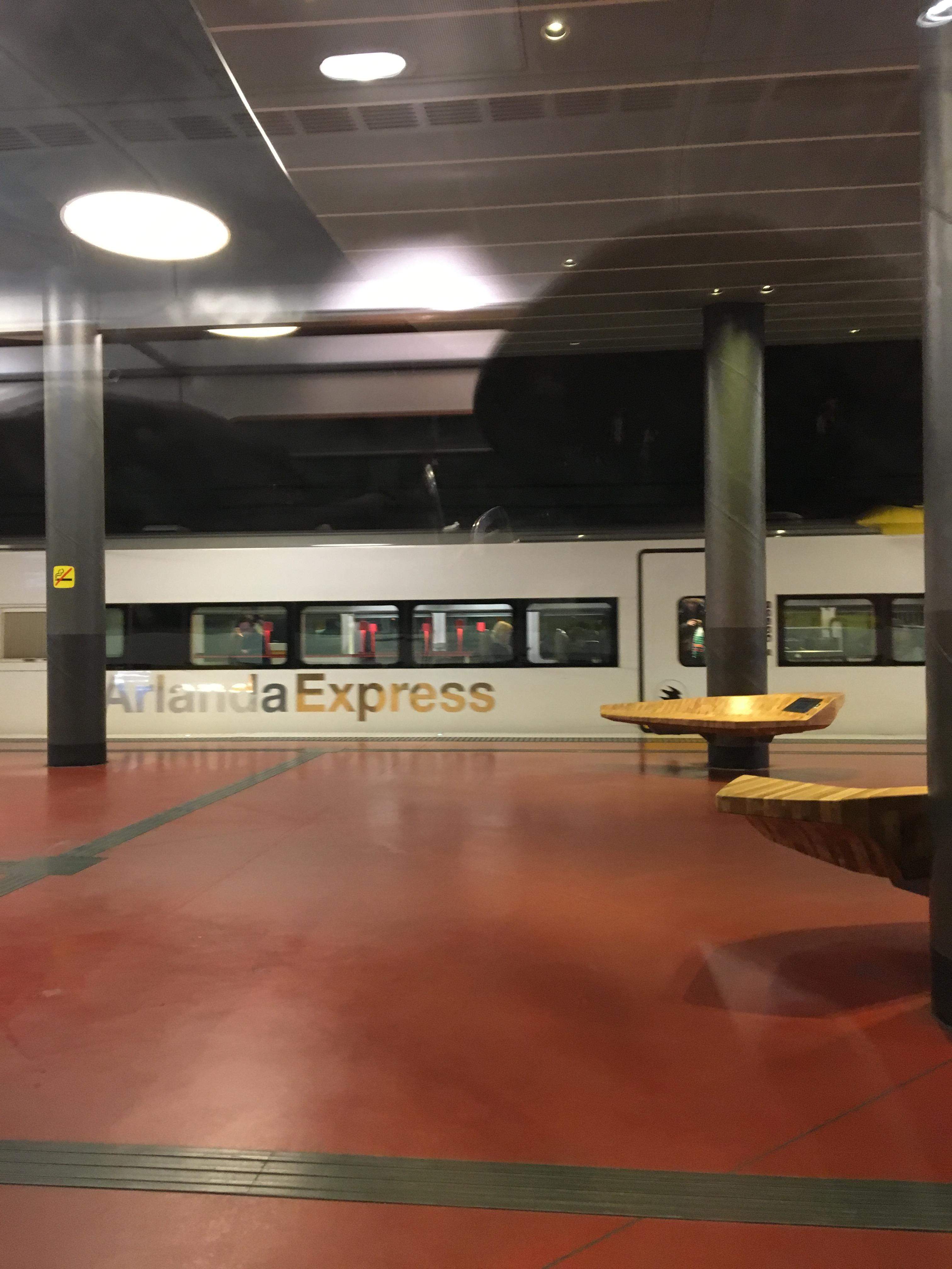 ストックホルム・アーランダ空港からストックホルムの中心までスッと ...