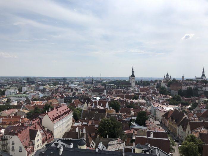 聖オレフ教会の塔から見えるタリンの景色