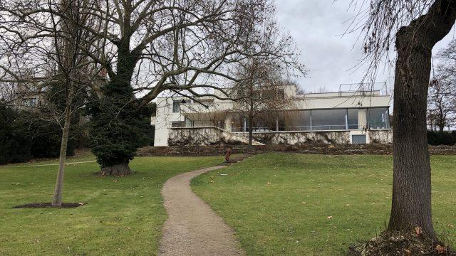 トゥーゲントハット邸と庭