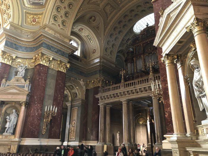 聖イシュトヴァーン大聖堂は高さはブダペストで一番