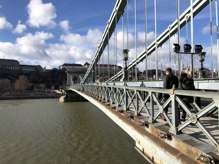 セーチェーニ鎖橋の歩道