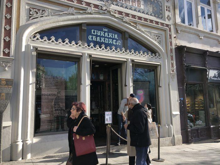 レロ書店の入り口。「CHARDRON」の文字が!