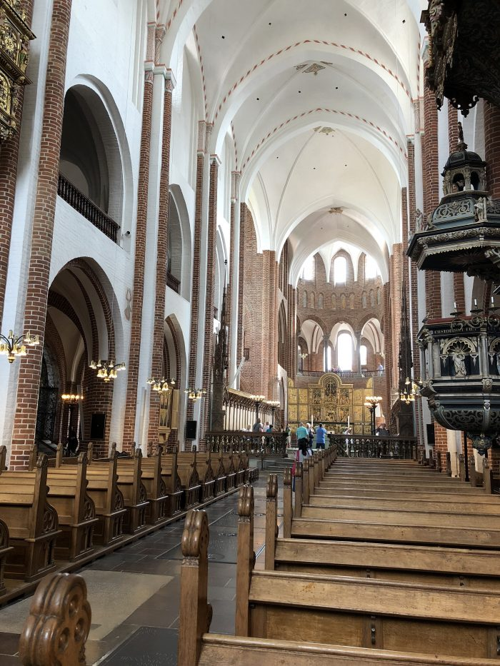 ユネスコ世界遺産に登録されているロスキレ大聖堂の内部。