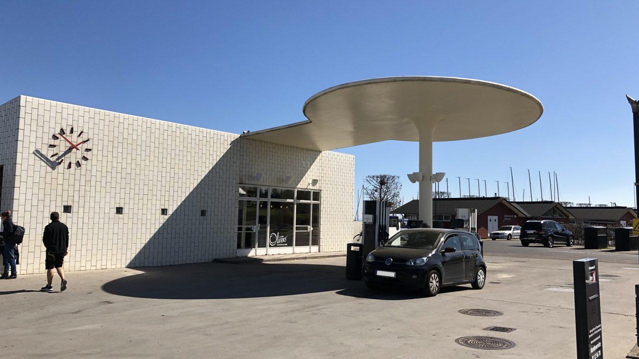 アルネ・ヤコブセンが設計したガソリンスタンドへ