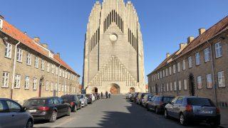 形が独特なグルントヴィ教会