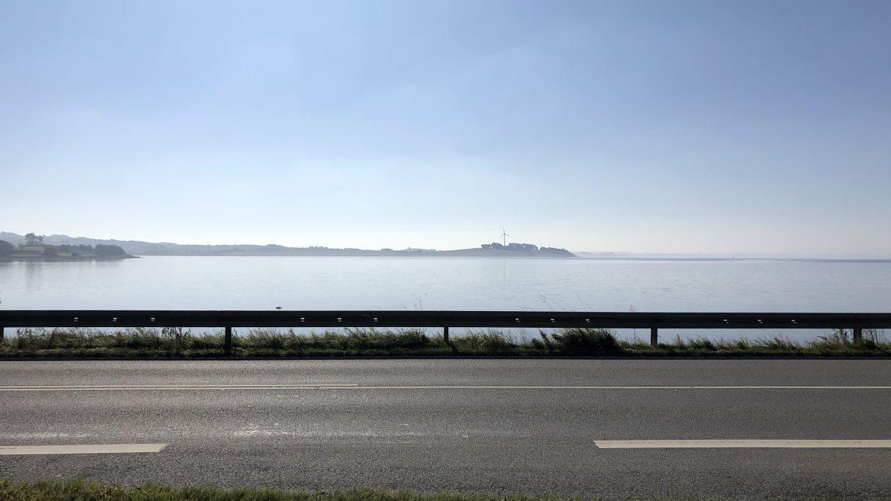 カルーホイスコーレ前の海。