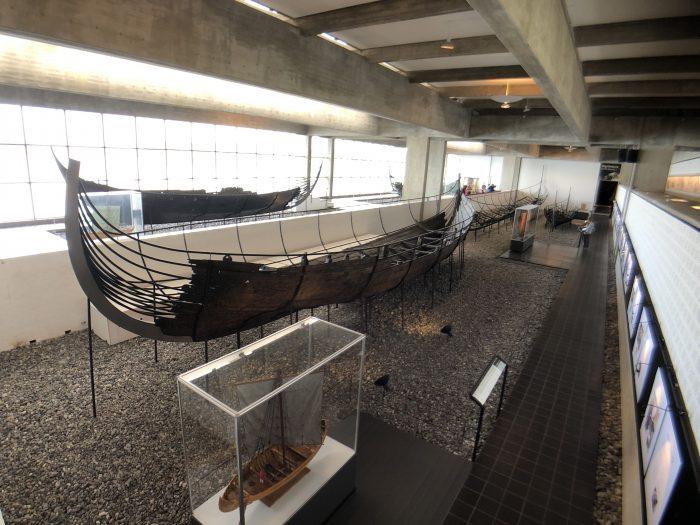 ヴァイキング船ホール。ロスキレで発掘された本物のヴァイキング船