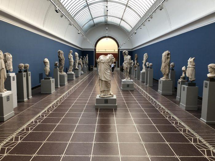 ニューカールスベア美術館には彫刻作品がズラリ